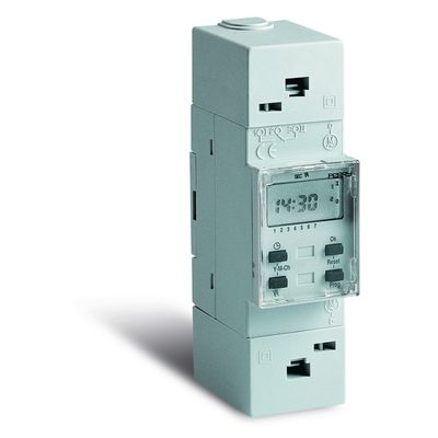 Perry Electric interrupteur horaire digital 24H modulaire
